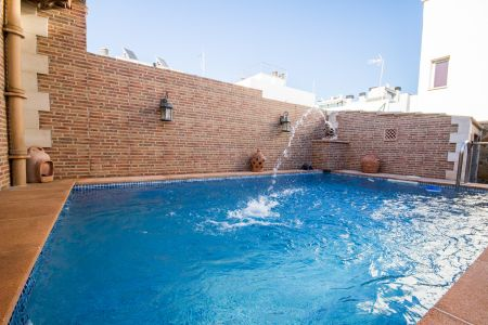 Rustic townhouse with pool very close to the seafront walk in Molinar