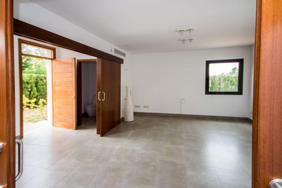 Calviá/ Es Capdella, Süd-Westen: Modernes Haus mit Garten in Calvia