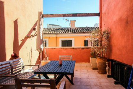 Private terrace in sought after Calatrava