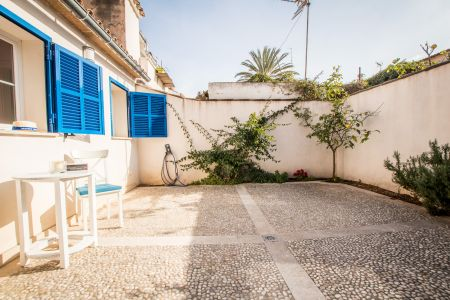 Charming apartment with private courtyard in Santa Catalina