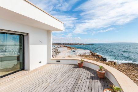 Spectacular frontline house in Cala Gamba