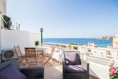 Nyrenoverad lägenhet med terrass och fantastisk utsikt i Cala Major