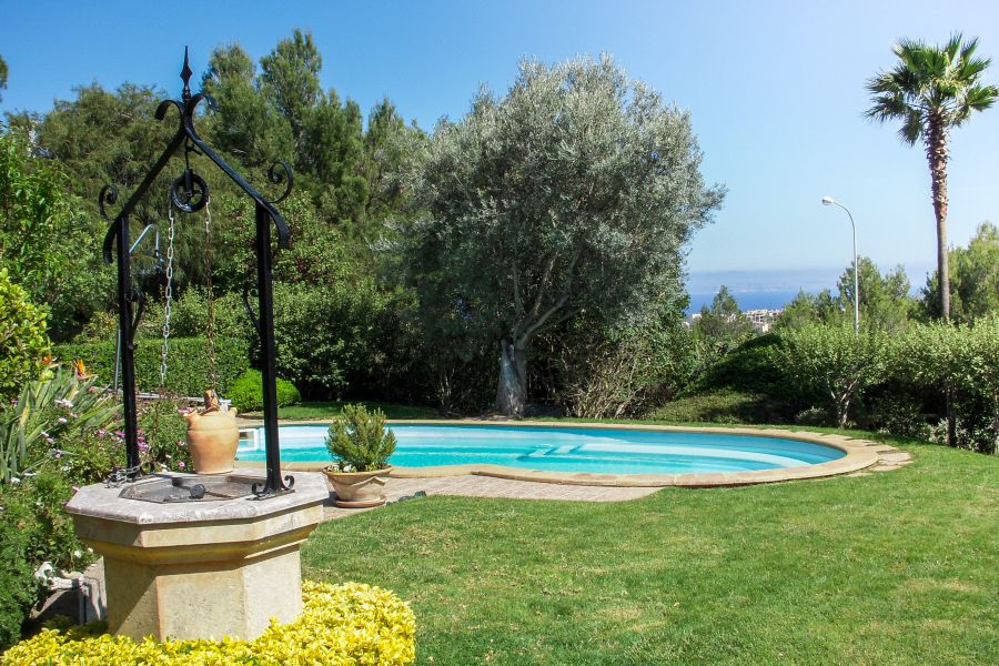 Bendinat southwest stunning villa with pool and garden for Pool and garden show